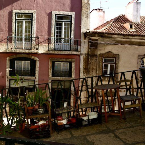 lisbon-hidden-gems-things-to-do-walking-tour-history-friends-couples-groups-activities