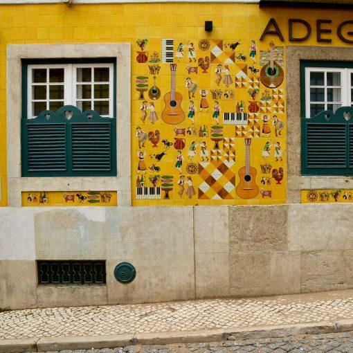 lisboa-hidden-gems-things-to-do-walking-tour-history-friends-couples-groups-activities