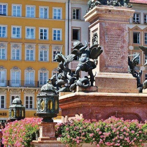 munich-germany-oldtown-travel-hidden-gems-walking-tour-history-friends-couples-groups-activities