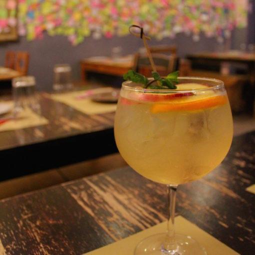 porto-portugal-pub-crawl-tour-actividades-de-grupo-amigos-cocktail-bares