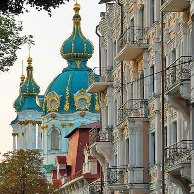 kyviv-kiev-ukraine-travel-hidden-gems-things-to-do-walking-tour-history-friends-couples-groups-activities