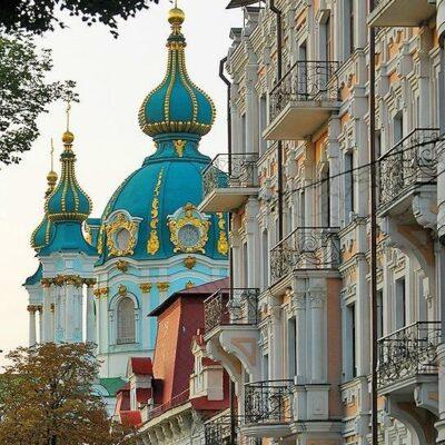 kyviv-kiev-ukraine-travel-hidden-gems-things-to-do-walking-tour-history-friends-couples-groups-activities